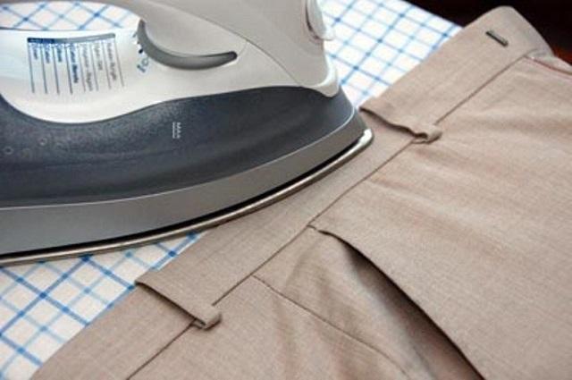 Là ủi đai lưng và phần trên quần